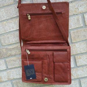 Magnifique crossbody genuine leather bag.